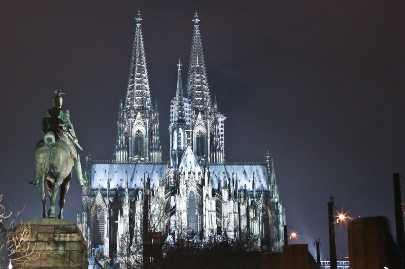 Colonia, ciudad monumental y festiva