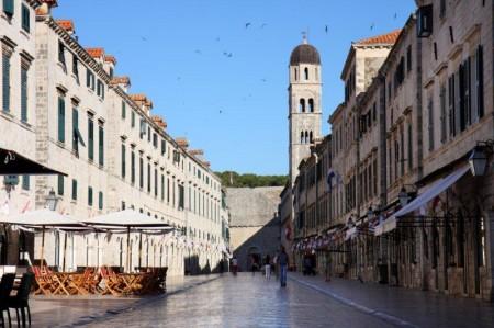 La concurrida calle Stradun. También se la conoce como Placa.