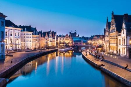 Paseo nocturno por los canales de Gante