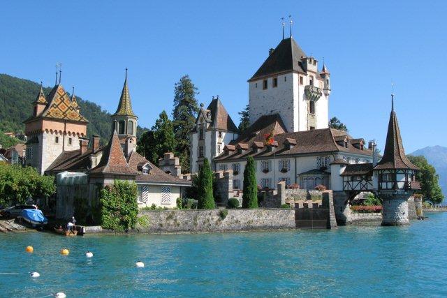 Castillo Oberhofen interlaken Suiza