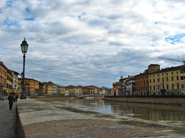 Los puentes del río Arno, en Pisa. Foto: Angie Castells