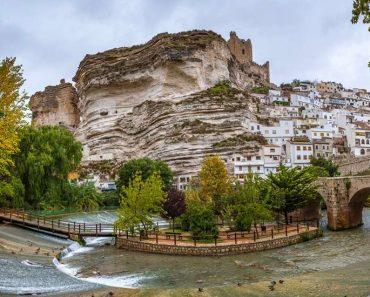 Alcalá del Júcar, Albacete. Casas cueva